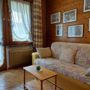 Living con Divano letto e caminetto
